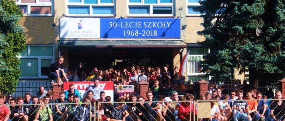 Zdjęcie z okazji jubileuszu 50- lecia naszej Szkoły
